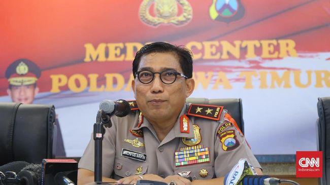 Kapolda Jatim Irjen Machfud Arifin mengatakan aktivitas masyarakat berlangsung normal usai teror bom di Surabaya. Polisi dan TNI menambah pasukan keamanan.