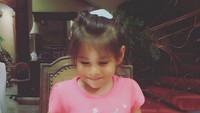 <p>Happy-nya Elif di ulang tahunnya yang ke-4. Nah, bulan Agustus tahun ini Elif genap berumur 5 tahun, Bun. (Foto: Instagram/ @siti_kdi_perk)</p>