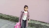 <p>Gaya si gadis imut saat sekolah nih. Gimana menurut Bunda? (Foto: Instagram/ @siti_kdi_perk)</p>