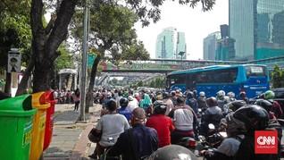 Masuk Polda Metro Jaya Diperketat, Antrean Mengular ke Jalan