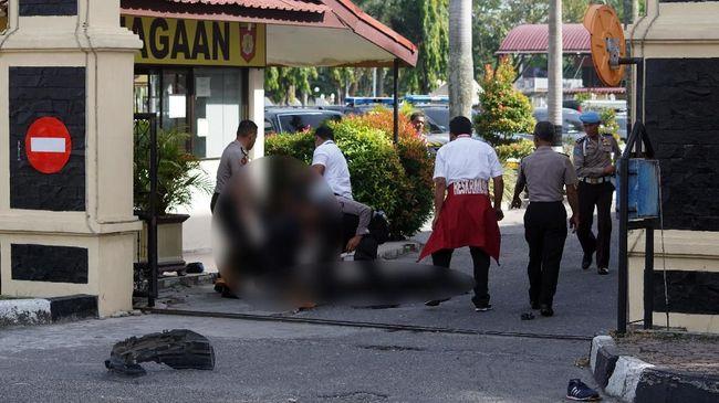 Dua terduga teroris yang ditangkap di Sumsel dan empat pelaku penyerangan Mapolda Riau diketahui sudah berada di Mako Brimob saat kerusuhan tengah pekan lalu.