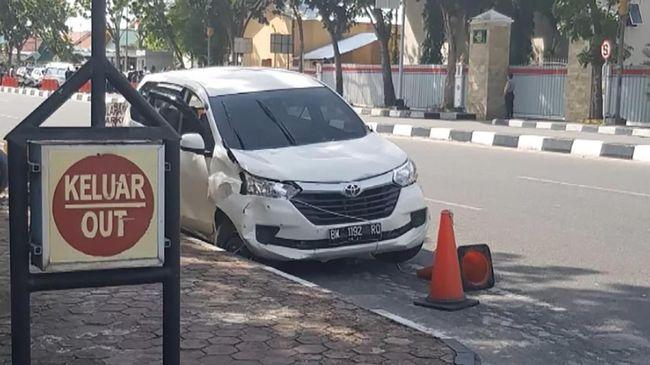 Para pelaku teror di Surabaya dan Mapolda Riau menggunakan Toyota Avanza untuk melancarkan aksinya.