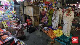 FOTO: Salat Tarawih Pertama di Pasar Gembrong Jakarta