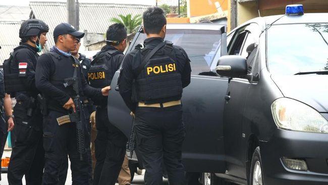Densus 88 Antiteror Polri meringkus tujuh orang terduga teroris di wilayah Kabupaten Puhowato, Provinsi Gorontalo pada Jumat (27/11).
