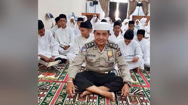 Ipda Auzar, polisi yang menjadi korban serangan kelompok terduga teroris di Mapolda Riau dikenal religus dan merupakan ustaz bagi kepolisian setempat.
