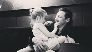 Momen Manis Jeremy 'Hawkeye' Renner Bersama Putrinya