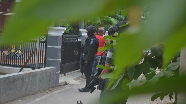 Densus 88 Tangkap Ahli Perakit Bom Taufik Bulaga di Lampung