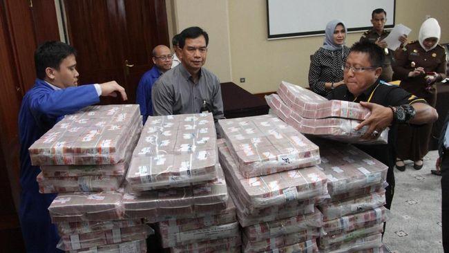 Mantan Ketua BPPN Iwan Ridwan P menyatakan BDNI simpangkan dana BLBI dengan menyalurkannya ke kelompok usaha mereka sendiri.