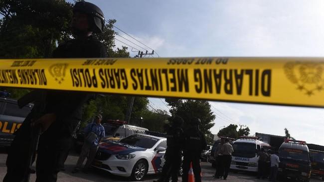 Tiga jenazah teroris dalam ledakan bom Rusunawa Wonocolo, Sidoarjo dimakamkan di TPU khusus Mr X alias jenazah yang tak diketahui identitasnya di Sidoarjo.