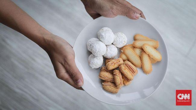 Anda pasti tak ingin tubuh gemuk pascaLebaran setelah menyantap kue kering, berikut cara menakar kalori kue kering Lebaran.