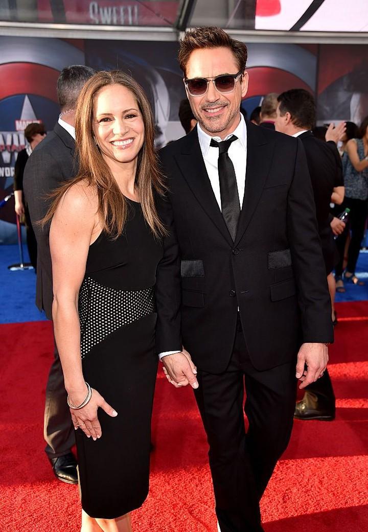 Terlihat cuek, Robert Downey Jr sebenarnya pria yang sayang istri banget lho.