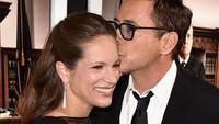 <p>Nggak heran, Robert sayang dan kagum banget sama sang istri yang berprofesi sebagai produser ini. (Foto: Getty Images/Kevin Winter)</p>