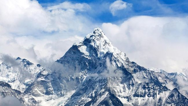 Pendaki asal Jepang Nobukazu Kuriki, 35 tahun, tewas di Gunung Everest dalam upaya menaklukkan puncak tertinggi di dunia itu untuk ke delapan kalinya.