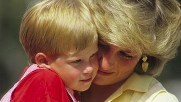 Throwback Momen Manis Pangeran Harry Bersama sang Bunda