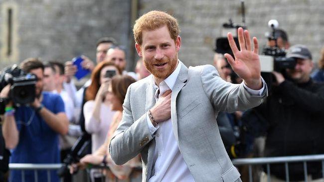 Ayah Meghan Markle, Thomas, tak bosan membongkar skandalnya dengan Kerajaan Inggris. Kini, ia mengaku Pangeran Harry pernah memperingatkannya.