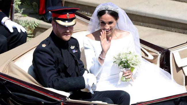 Pangeran Harry dan Meghan Markle mendonasikan bunga pernikahan mereka kepada para pasien jompo di rumah sakit sosial di London, Inggris.
