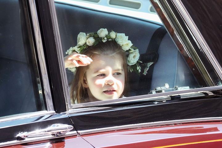 Putri Charlotte memang selalu ceria dan menggemaskan ya. (Foto: Getty Images)