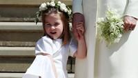 Kira-kira ini Putri Charlotte kenapa ya? Apakah kakinya gatal? (Foto: Getty Images)