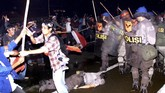 Agenda reformasi 98 menurunkan Soeharto dibayar mahal dengan korban jiwa, kerusuhan serta penjarahan, serta terbakarnya ribuan rumah.
