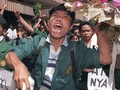 18 Mei 1998: Massa Duduki DPR, Harmoko Minta Soeharto Mundur