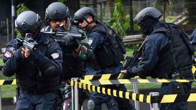 TNI resmi dilibatkan menangani terorisme usai RUU Terorisme disahkan. Meski begitu, TNI diminta untuk tak jadi 'gampangan' yang bisa menjatuhkan citra mereka.