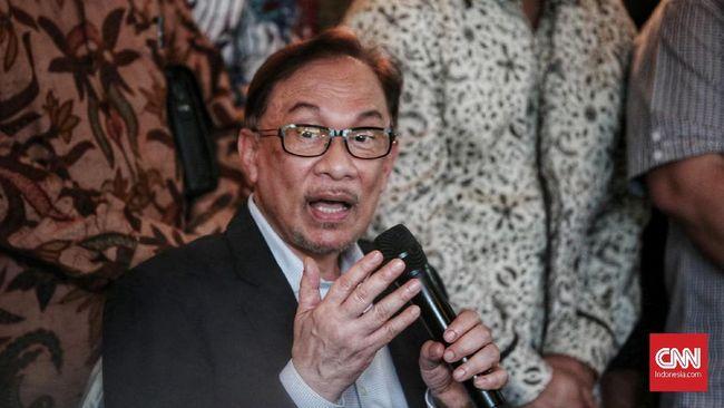 Pemimpin oposisi Malaysia, Anwar Ibrahim, mengklaim berhasil mengumpulkan suara mayoritas Parlemen untuk membentuk pemerintahan baru.