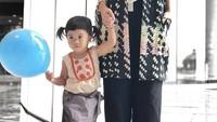 <p>Misalnya foto yang ini, Bun. Hmm, ibu dan anak ini modis banget ya. (Foto: Instagram @jenniferarnelita)</p>