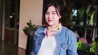 <p>Tampil casual juga tetap cantik. Oh ya, di kehamilan 7 bulan, Vicky mengaku bobotnya sudah naik 15 kg. (Foto: Instagram @vickyshu)</p>