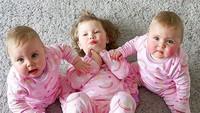 <p>Pakai piyama kembaran, Bella, Ava, dan Lyla makin nggemesin. (Foto: Instagram/ @daughtersanddreams) </p>