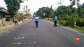 VIDEO: Polisi Olah TKP Kecelakaan Maut di Brebes