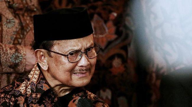 Kenang Teknokrat Habibie, Warganet Serukan #RIPBapakTeknologi