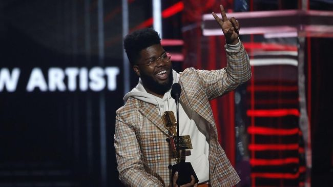 Khalid terdengar seperti berusaha terlalu keras untuk memberi yang terbaik dalam album keduanya, 'Free Spirit'.