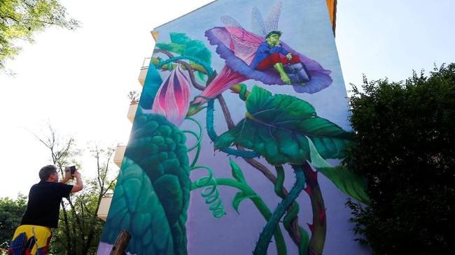 Ajang Berlin Mural Fest 2018 berhasil mempercantik tembok-tembok di ibu kota Jerman dan menarik perhatian para pecinta seni dari seluruh dunia.