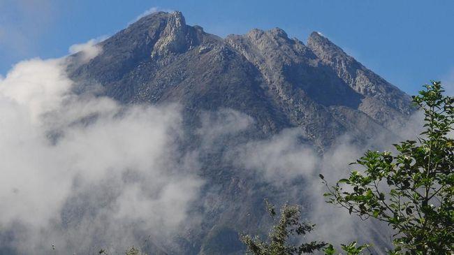 BPPTKG menyatakan dua awan panas Gunung Merapi itu meluncur ke arah hulu Kali Gendol delam tempo 90-104 detik.