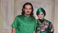<p>Pada 1999, Rina Gunawan memutuskan untuk melepas masa lajangnya dan menikah dengan aktor Teddy Syach. Rumah tangga yang dibangun oleh pasangan ini jauh dari kabar miring. (Foto: Instagram @rinagunawan28)</p>
