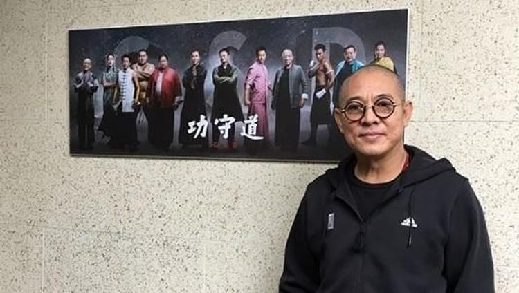 Film Mulan versi live action akan dirilis pada 27 Maret 2020 mendatang. Awalnya aktor laga Jet Li tak mau terlibat dalam film yang ramai diboikot ini, namun akhirnya mau berkat putrinya.