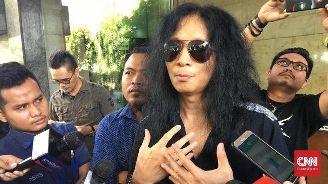 Mantan gitaris Boomerang John Paul Ivan melaporkan sebuah media online yang menulis berita bahwa dirinya sebagai pencipta lagu 2019 Ganti Presiden.