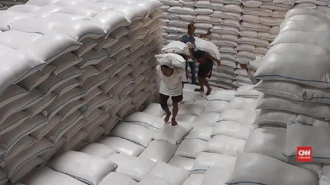 Warganet mengkritik #BerasKitaSurplus yang digaungkan Kementerian Pertanian terkait dengan data terbaru soal beras hingga akhir tahun.