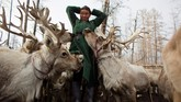 Para penggembala di Mongolia khawatir identitasnya terlucuti dengan larangan perburuan liar pemerintah di kawasan tempat tinggal tradisional mereka.