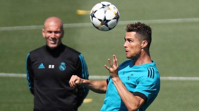 Cristiano Ronaldo menyebut Zinedine Zidane sebagai sosok spesial dalam kariernya karena ia selalu menaruh kepercayaan penuh pada CR7.