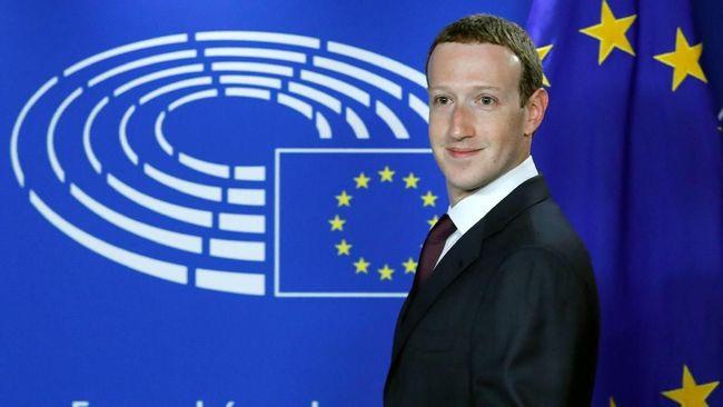 CEO Facebook Mark Zuckerberg membantah kabar yang beredar mengenai larangannya terhadap manajemen perusahaan yang dilarang menggunakan iPhone.