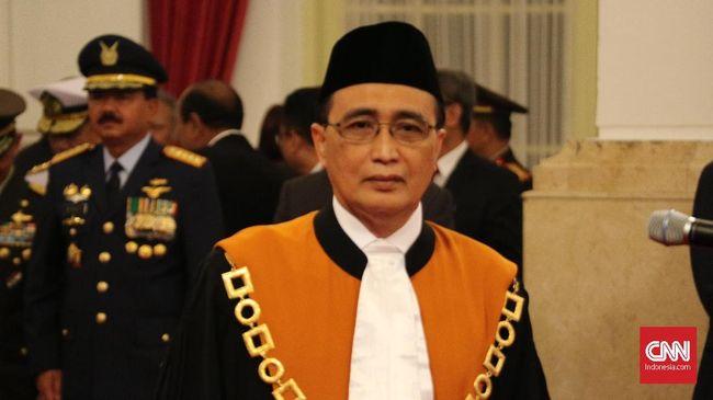 Mahkamah Agung resmi memberhentikan sementara hakim dan panitera pengganti PN Medan setelah keduanya ditetapkan sebagai tersangka oleh KPK.