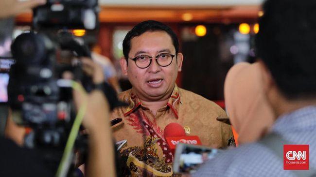 Waketum Gerindra Fadli Zon menyayangkan sikap Ridwan Kamil dan Khofifah yang menggalang dukungan untuk Jokowi kala masyarakatnya masih terpecah di Pilkada.