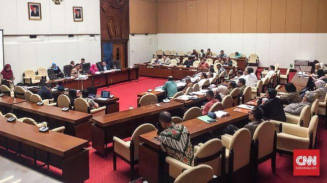 Komisi II DPR menghelat rapat dengar pendapat dengan Komisi Pemilihan Umum (KPU), Badan Pengawas Pemilihan Umum (Bawaslu), dan Kemendagri, Rabu (23/5).