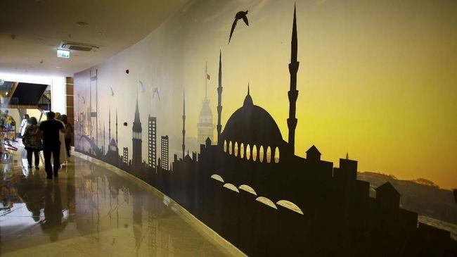 Tahun ini Indonesia menargetkan menjadi ranking pertama sebagai destinasi pariwisata halal terbaik dunia versi Global Muslim Travel Index (GMTI).