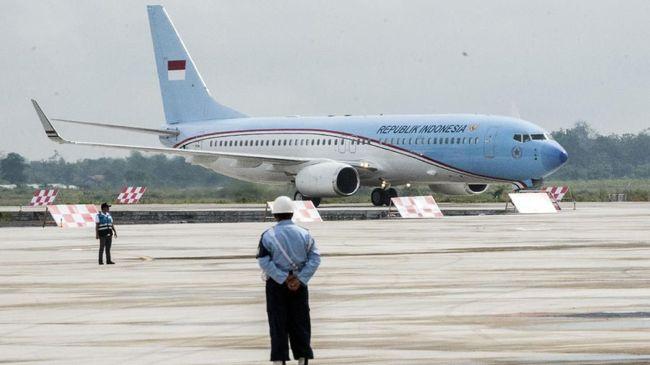 Pengecatan ulang pesawat kepresidenan menuai kritik. Pengamat Penerbangan Alvin Lie berpendapat pengecatan pesawat merupakan pemborosan di tengah pandemi.