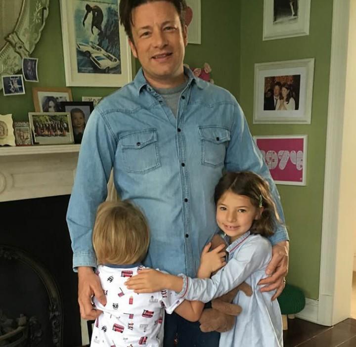 Seperti apa sih keseruan aktivitas anak-anak di rumah chef kondang, Jamie Oliver? Yuk, intip di sini.