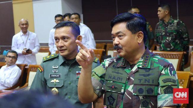 Panglima TNI didampingi oleh tiga kepala staf angkatan saat menghadiri rapat dengan Komisi I membahas soal Koopsusgab di DPR.