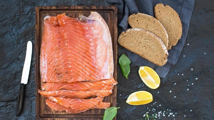 Ikan untuk menu MPASI anak nggak melulu salmon lho. Bunda bisa memakai tiga jenis ikan ini sebagai pengganti salmon untuk MPASI si kecil.
