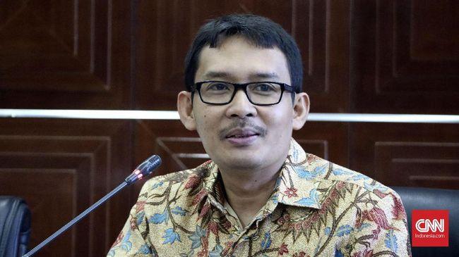 Ahmad Erani Yustika, Stafsus Presiden mengaku jatuh cinta pada ilmu ekonomi kelembagaan. Sebagai bentuk kecintaannya, ia meneruskan ilmu ini ke mahasiswanya.